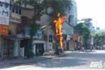 Cột điện bốc cháy ngùn ngụt giữa Thủ đô
