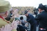 Nha lanh dao Kim Jong-un gap go va tri an cac cuu chien binh Trieu Tien hinh anh 6