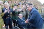 Nha lanh dao Kim Jong-un gap go va tri an cac cuu chien binh Trieu Tien hinh anh 7