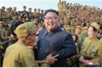 Nha lanh dao Kim Jong-un gap go va tri an cac cuu chien binh Trieu Tien hinh anh 5