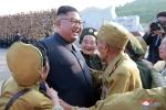Nha lanh dao Kim Jong-un gap go va tri an cac cuu chien binh Trieu Tien hinh anh 2