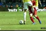 Video: Hậu vệ Thái Lan chơi xấu, sút thẳng chỗ hiểm Công Phượng