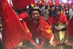 Phó Thủ tướng Vũ Đức Đam chạy xe máy cổ vũ chiến thắng U23 Việt Nam