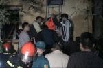 Cửa hàng bốc cháy dữ dội ở Hà Nội: Đưa nạn nhân bị mắc kẹt đi cấp cứu