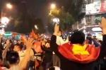 Clip: Biển người hát 'Như có Bác Hồ trong ngày vui đại thắng' mừng chiến tích của U23 Việt Nam