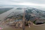 Cầu vượt biển 12.000 tỷ đồng thấm nước do… gió thổi mạnh