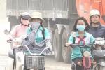 Bụi mịn PM2.5 - 'sát thủ' lơ lửng trong không khí, dân Hà Nội đeo khẩu trang 'cũng không ăn thua'