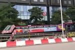 Clip: Xe buýt 2 tầng lăn bánh ra sân bay Nội Bài đón U23 Việt Nam