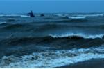Sóng cao 2-3 m gây cô lập huyện đảo Lý Sơn 4 ngày qua