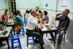 Đầu bếp Anthony Bourdain tiết lộ 6 sự thật về bữa bún chả với Obama