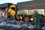 Đâm vào đuôi xe tải nổ lốp giữa đường, tài xế chết thảm