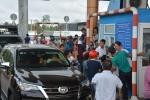 Video: Tài xế mua vé qua trạm BOT Sóc Trăng nhưng nhân viên không bán