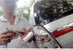 Ngang nhiên 'xẻ' đường thu tiền trông giữ ô tô ở TP.HCM