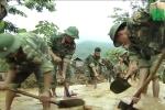 Bộ đội xuyên đêm giúp dân khắc phục hậu quả mưa lũ ở Yên Bái