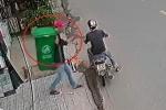 Clip: Khóa thùng rác vào cột cẩn thận, vẫn bị trộm bẻ khóa lấy đi
