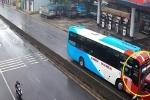 Clip: Xe tải đâm trực diện xe khách chạy ngược chiều ở Quảng Ngãi