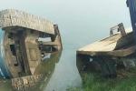 Máy xúc rơi từ trên xe tải xuống đường đè chết 2 nữ sinh ở Thanh Hóa