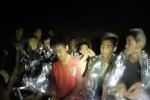 Thành viên nhỏ tuổi nhất tiết lộ cách đội bóng Thái Lan vượt qua nhiều ngày trong hang tối