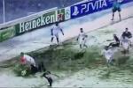Vì sao các giải bóng đá ở châu Âu rất ít khi hoãn vì tuyết?