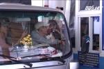 Video: Tài xế 'chơi chiêu' tiền lẻ, tiền chẵn khiến BOT Cai Lậy xả trạm, cẩu xe