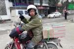 Chàng trai chở tro cốt của cha đi 4.000 km về quê ăn Tết bằng xe máy