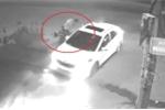 Clip: Exciter phóng điên cuồng, tông sầm vào ô tô đang sang đường