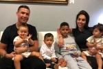 Clip Cristiano Ronaldo chơi bóng cùng các con ở nhà gây sốt