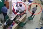 Clip: Liều lĩnh cướp iPhone XS Max trong cửa hàng, thanh niên lĩnh cái kết đắng