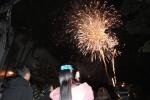 Pháo hoa rực trời, người dân cả nước nao nức đón năm mới Mậu Tuất 2018