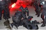 Hooligan nổi loạn ở cúp C2, 1 cảnh sát thiệt mạng