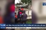 Hà Tĩnh: Hàng chục phụ huynh trèo tường bế con vào lớp học