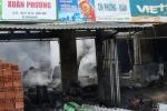Đốt lửa khi đang chiết xăng, chủ tiệm tạp hóa bị bỏng nặng