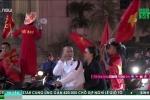 Clip: CĐV trắng đêm ăn mừng chiến thắng lịch sử của U23 Việt Nam