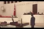 Người ủng hộ đảo chính ném bom vào tòa nhà Quốc hội Thổ Nhĩ Kỳ