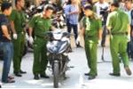 Dấu vết trên xe và quần áo lật mặt hung thủ đâm chết hai hiệp sĩ ở TP.HCM