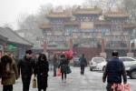 Ô nhiễm nặng, Bắc Kinh khuyến cáo người dân không nghịch tuyết vì rất bẩn