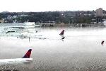 Xôn xao bức ảnh sốc: Hàng loạt máy bay chìm nghỉm trong biển nước sau siêu bão Harley