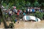 Đi kiểm tra lũ lụt, hai cán bộ biên phòng bị lũ cuốn mất tích