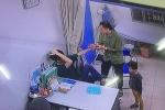 Người nhà đấm thẳng vào mặt bác sĩ Bệnh viện Xanh Pôn, vứt tiền ra bàn tạo hiện trường giả