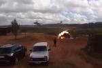 Video: Trực thăng Nga cướp cò, xả tên lửa vào người xem tập trận