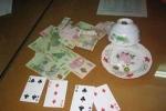 Bé gái 12 tuổi trộm hàng chục triệu của bà nội đi đánh bạc