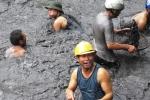 Clip: Dân Quảng Ninh ngụp dưới nước lũ đen ngòm vớt than bất chấp nguy hiểm