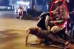 Clip chàng trai kì quặc 'hít đất' khi dừng đèn đỏ bị cướp xe