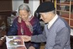 Ngưỡng mộ tình yêu vượt thời gian của đôi vợ chồng già ở Hà Nội