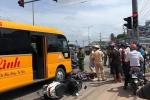 Ô tô khách tông hàng loạt xe máy đang chờ đèn đỏ, nhiều người bị thương nặng