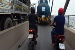 Xe bồn ngang nhiên chiếm đường xe máy trên cầu Phú Mỹ