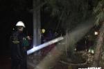 Hàng loạt cột điện gãy đổ, cây xanh bật gốc, xe chết máy la liệt tại TP.HCM