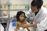 Xót thương hoàn cảnh bố suy tim vay mượn khắp nơi chạy chữa cho con gái tan máu bẩm sinh
