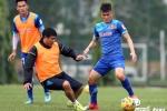 HLV Hữu Thắng xỏ giày thi đấu cùng học trò tuyển Việt Nam