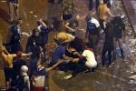 Ảnh: Đường phố thủ đô Paris tan hoang sau đêm ăn mừng chiến thắng World Cup